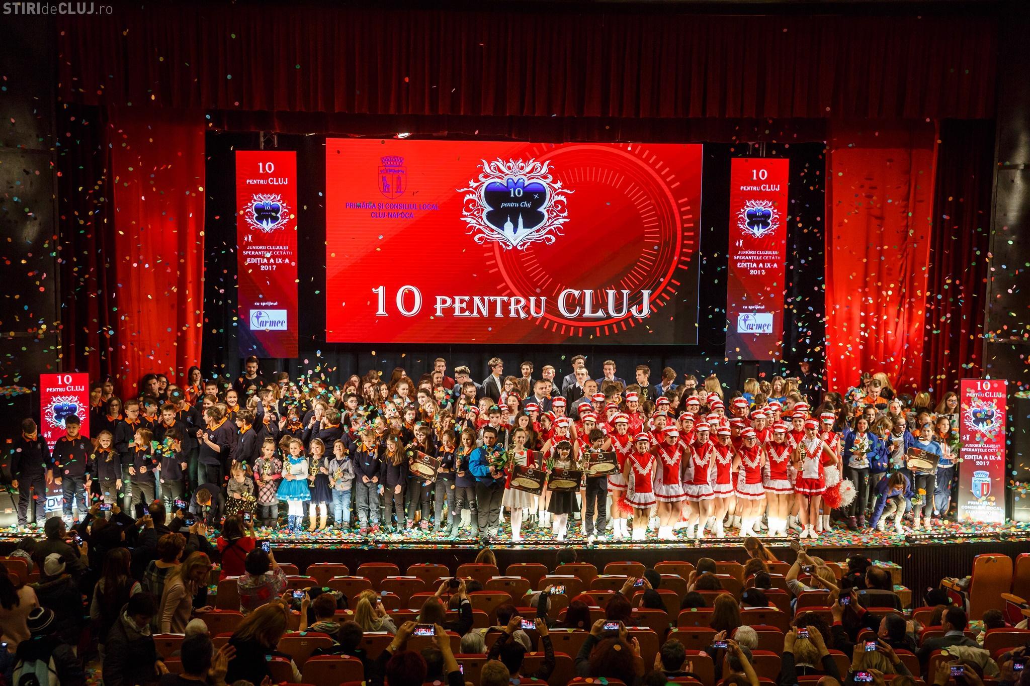 """GAFĂ URIAȘĂ la Gala """"10 pentru Cluj 2017"""". Elevii premiați în 2017 sunt """"aceiași"""" cu cei premiați în 2016"""