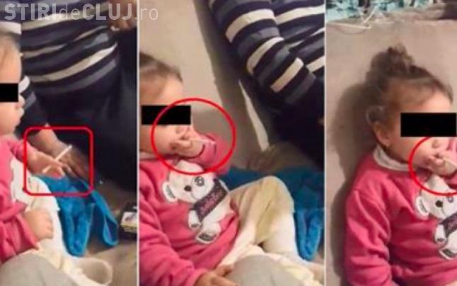 """Fetiţă de 3 ani, forțată de mamă să fumeze: """"Hai, trage, trage! Vrei şi cafea?"""" - VIDEO"""