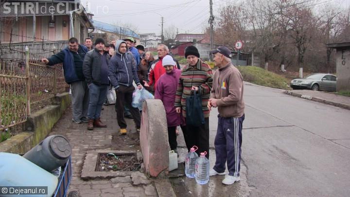 Dejul nu are apă! Rezervoarele sunt secate, iar la școli duc apă pompierii - FOTO