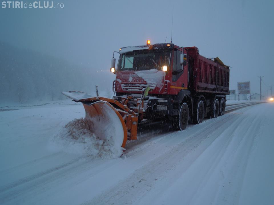 ATENȚIE, șoferi! S-au efectuat lucrări de deszăpezire pe aproape 100 de drumuri din Cluj. Se circulă în condiții de iarnă