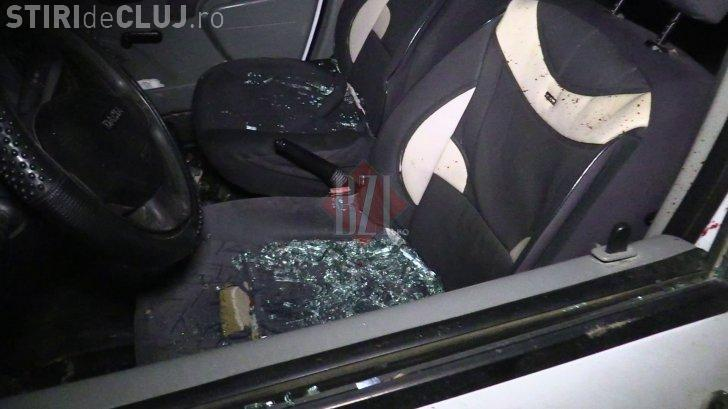 Un nou atac asupra polițiștior, în România. O mașină de Poliție a fost avariată, iar agresorii au fost răniți și arestați