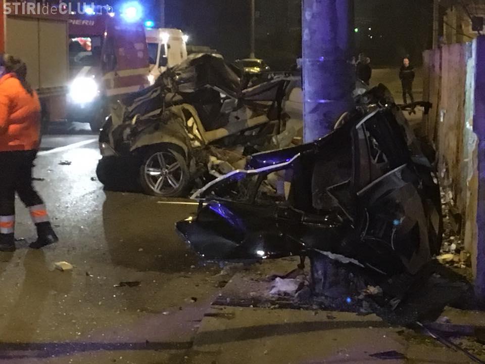 """UPDATE Șoferul a fost reținut/ Accident mortal în Cluj-Napoca! BMW făcut """"acordeon"""" în jurul unui stâlp - VIDEO"""