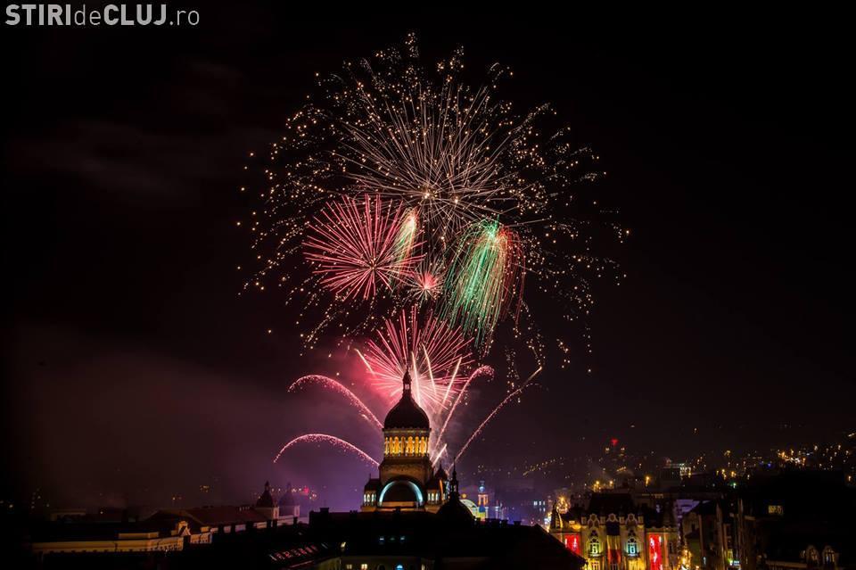 Artificii spectaculoase de Revelion. Centrul Clujului a fost luminat feeric - VIDEO