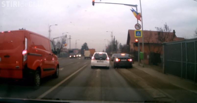 """Un șmecher cu BMW lovește din nou: """"A trecut pe verde ca pietonii"""" - VIDEO"""