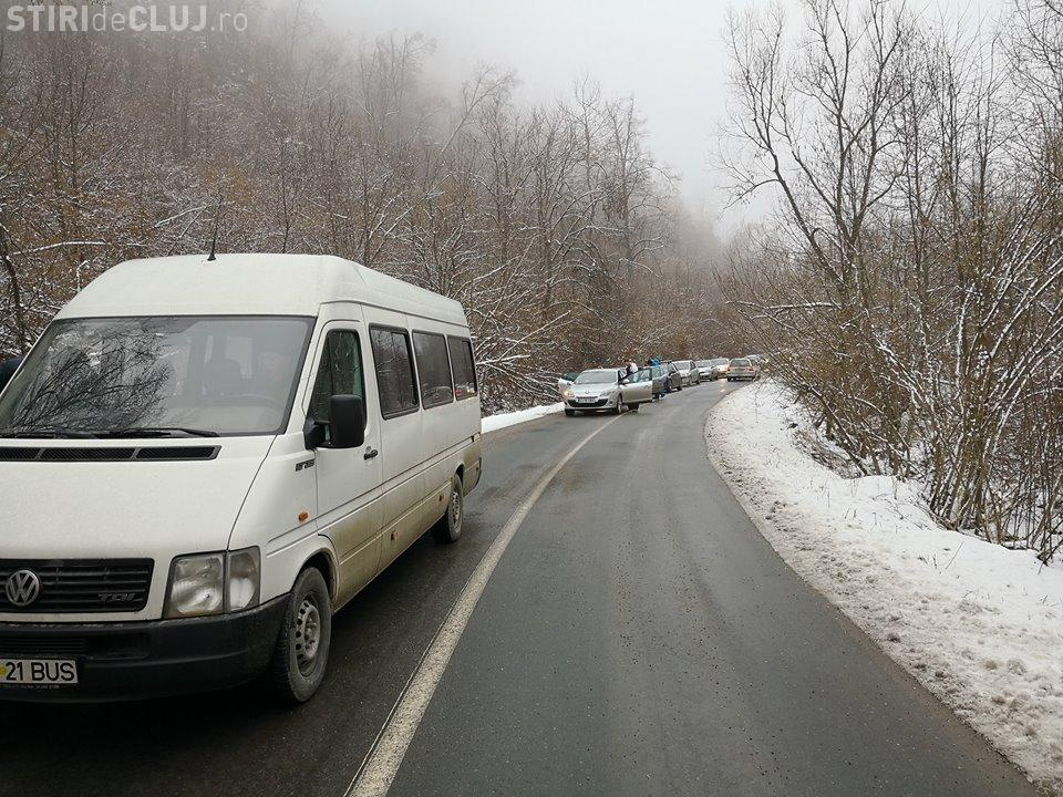 Zeci de mașini blocate înainte de stațiunea Muntele Băișorii - FOTO