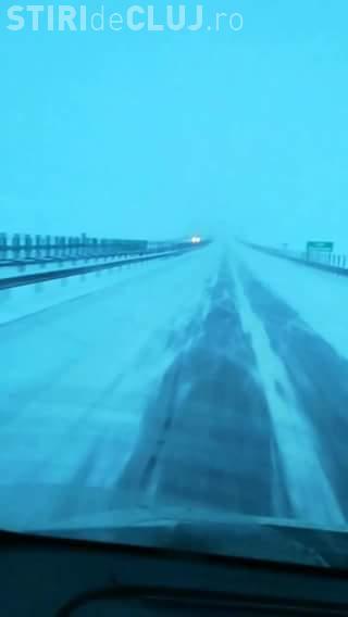Reclamă că Autostrada Transilvania e înzăpezită, dar poate filma drumul cu telefonul?! - VIDEO