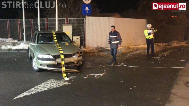 CLUJ: Accident cu o victimă la Dej. A femeie a fost lovită, pe trotuar, de o mașină scăpată de sub control VIDEO