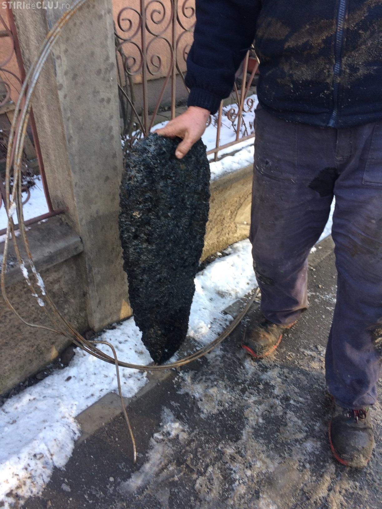 """În Florești, un """"binevoitor"""" a turnat beton în canalizare - FOTO"""