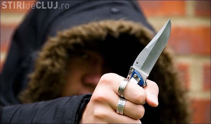 Clujul nu mai e sigur? Un adolescent de 15 ani a fost amenințat cu cuțitul în stația de autobuz pentru 5 lei