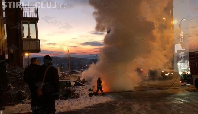 Mașină incendiată pe varianta Zorilor - Mănăștur - VIDEO