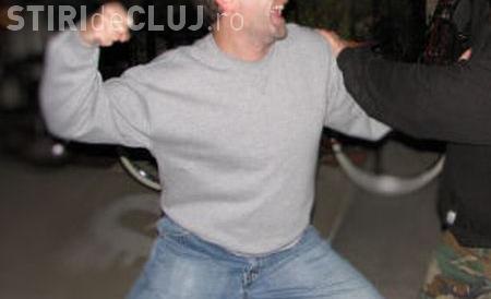 CLUJ: Adolescent bătut cu sălbăticie de mai multe persoane la Gherla