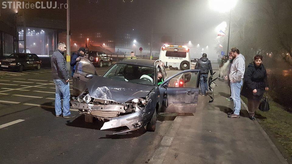 Un șofer a sărit cu mașina de pe drum, la Cluj Arena. S-a oprit în copaci - VIDEO