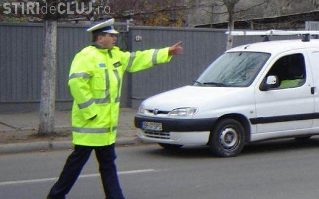 Mașină furată, depistată de polițiști în trafic la Cluj