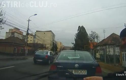 Clujean surprins în timp ce vandalizează mașini: A îndoit ștergătoarele la 6-7 mașini VIDEO