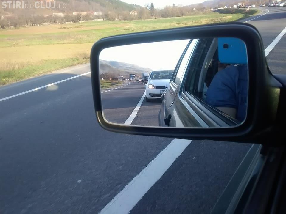 Clujul revine acasă din vacanță! Drumul Huedin - Cluj e blocat - FOTO