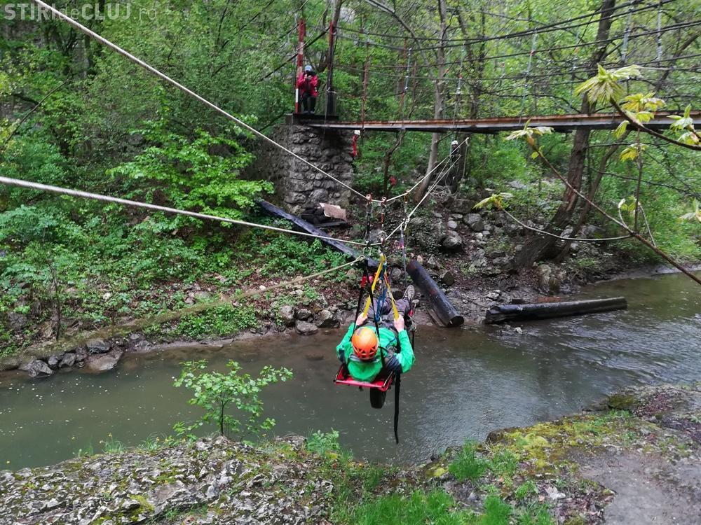 Exercițiu de salvare din plan vertical în Cheile Turzii - FOTO