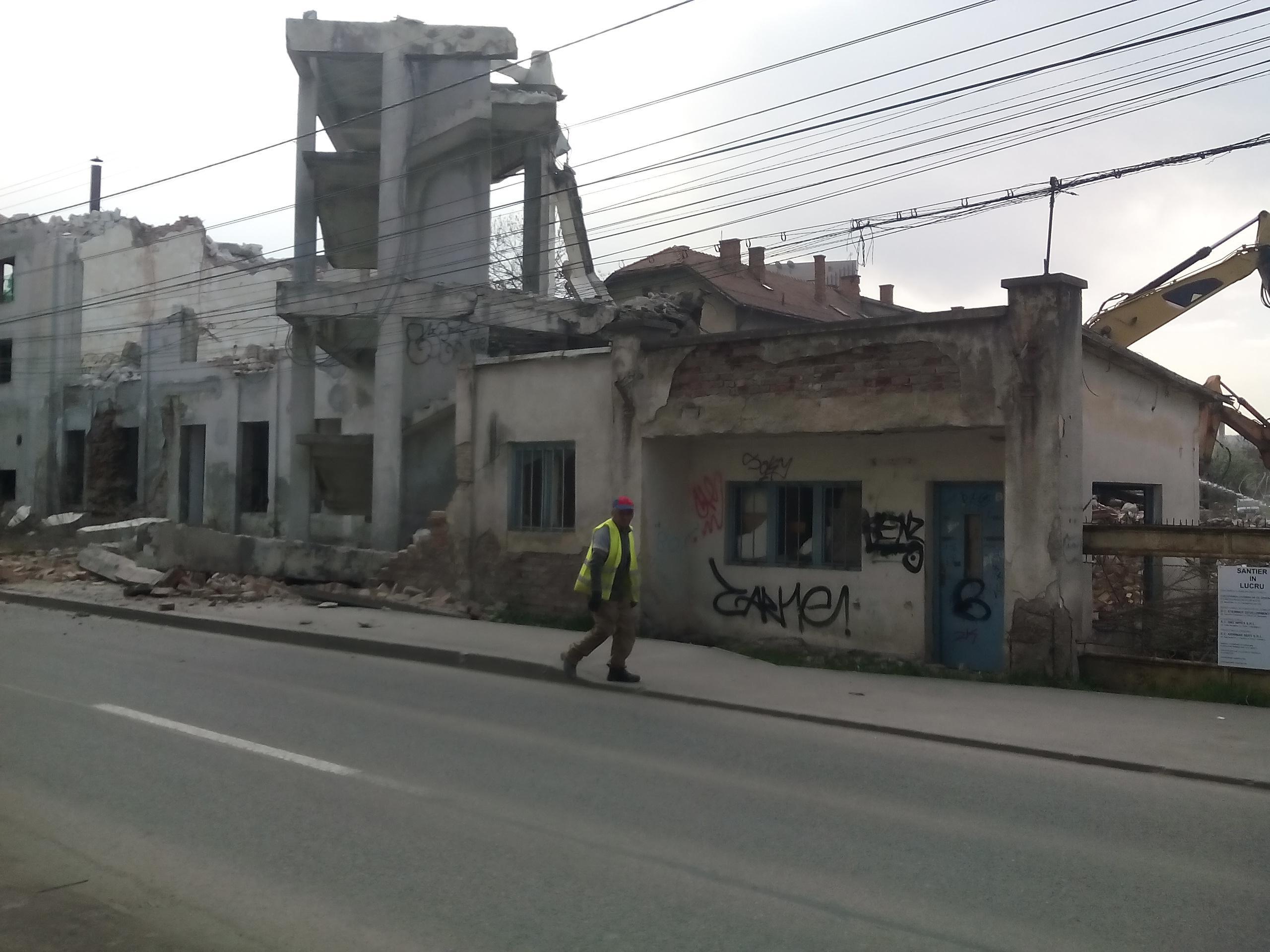 Noi imagini cu HAOSUL de la demolarea de pe strada Scorțarilor. Primăria Cluj-Napoca tace! - FOTO
