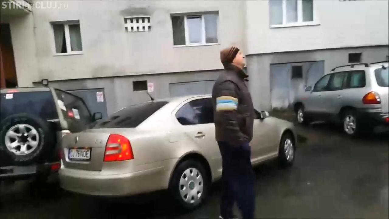 Cluj: Un angajat MAI a scos legitimația în urma unei RĂFUIELI pentru un loc de parcare - VIDEO / UPDATE