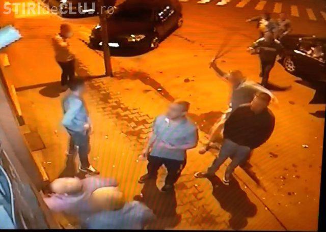 BREAKING NEWS: Imagini noi cu tânarul bătut la Dej. Procurorii i-au lăsat liberi pe agresori - VIDEO