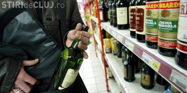 Clujean prins de polițiști după ce a furat băutură de peste 1.200 de lei dintr-un supermarket