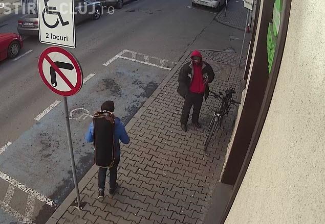 Cluj-Napoca: Bicicletă electrică furată de un om al străzii în zona centrală a orașului - VIDEO