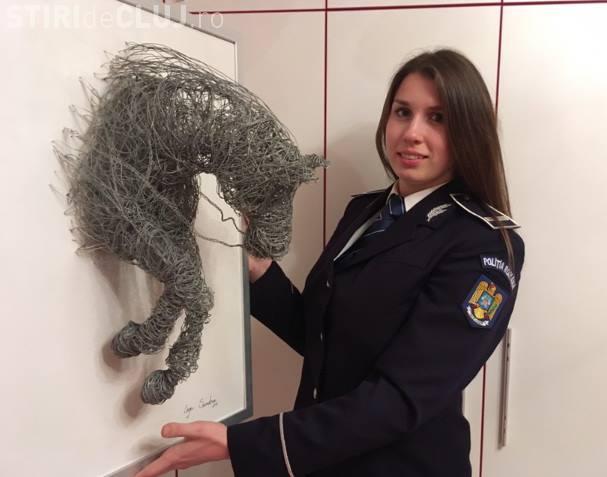 Polițistă din Cluj prinde hoți la serviciu, iar în timpul liber creează opere de artă
