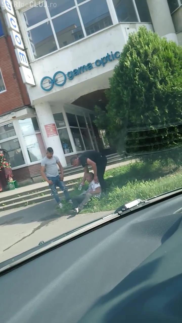 Drogații cad pe stradă prin Mănăștur - VIDEO