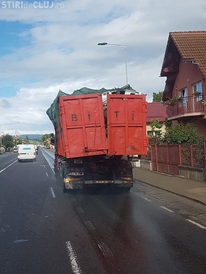 Așa se face transport de marfă la Cluj. Pericol public - FOTO