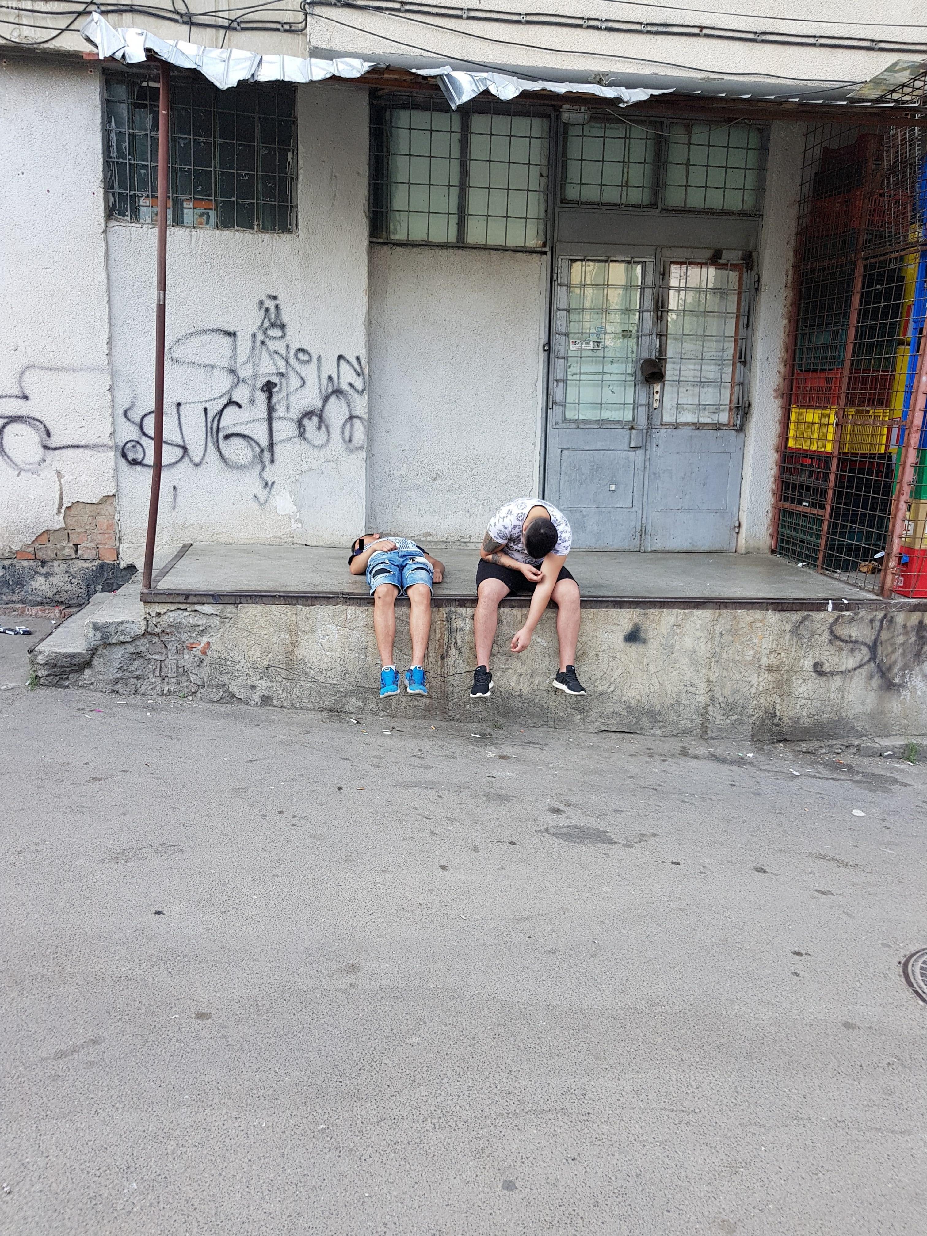 Tineri drogați în Mănăștur, la complexul Minerva - FOTO