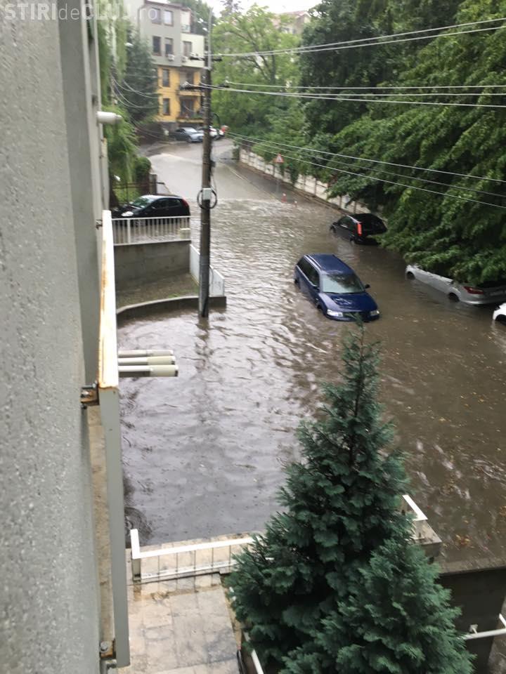 Clujul, INUNDAT de o scurtă ruperea de nori - VIDEO