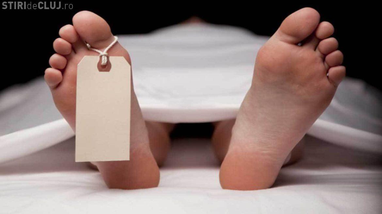 Cadavru găsit pe marginea unui câmp, la Cluj! Polițiștii au nevoie de ajutorul clujenilor pentru a identifica persoana decedată