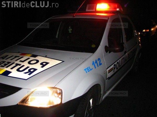 CLUJ: Polițist băut la volan, implicat într-un accident cu mașina de serviciu. A intrat direct într-un cap de pod