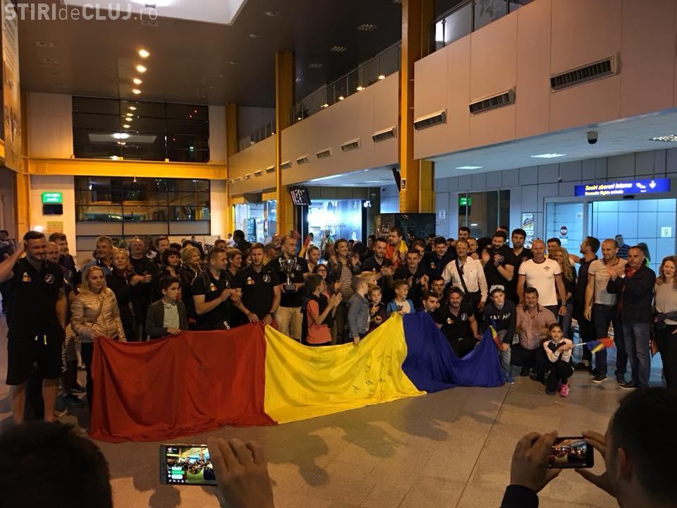 Potaissa Turda primită de fani pe Aeroportul Cluj. Câștigătorii Cupei Challenge au fost uimiți - VIDEO