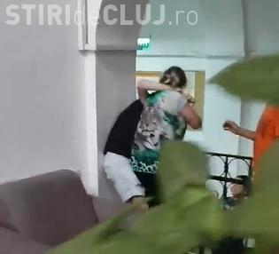 Elevă de la Liceul pentru Deficienți de Auz Cluj, bătută cu bestialitate de o ingrijitoare VIDEO