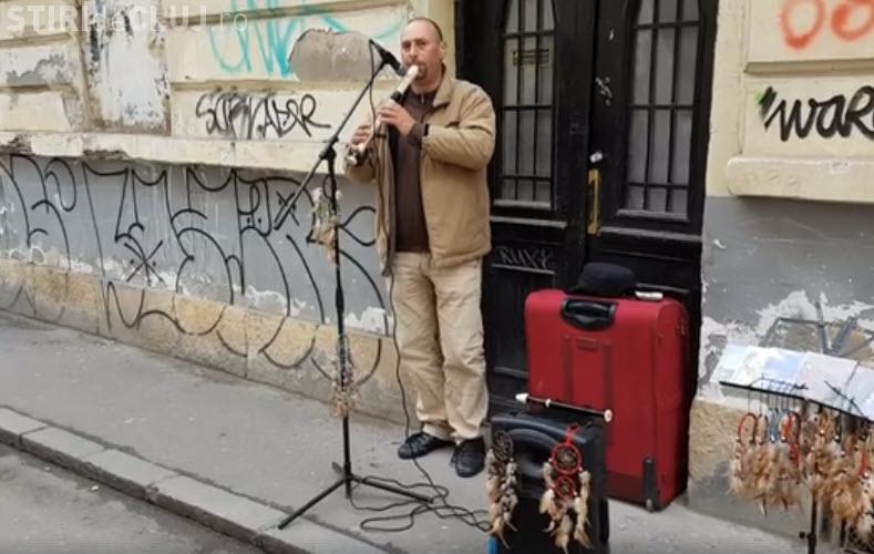 Un artist ambulant din centrul Clujului acuză că e vânat de Poliția Locală: E cerșetorie ce faceți - VIDEO