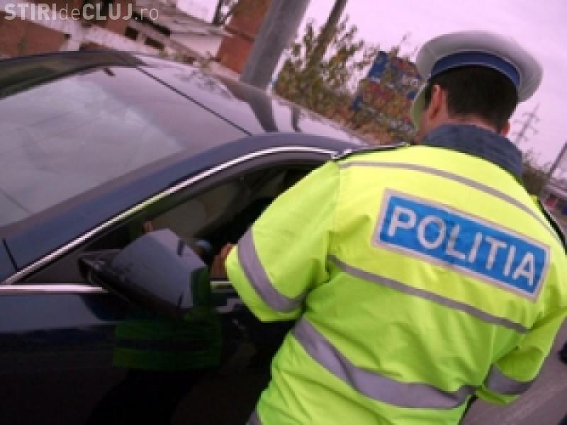 CLUJ: Tânăr de 18 ani, reținut de polițiștii clujeni. L-au prins conducând pentru a treia oară fără permis