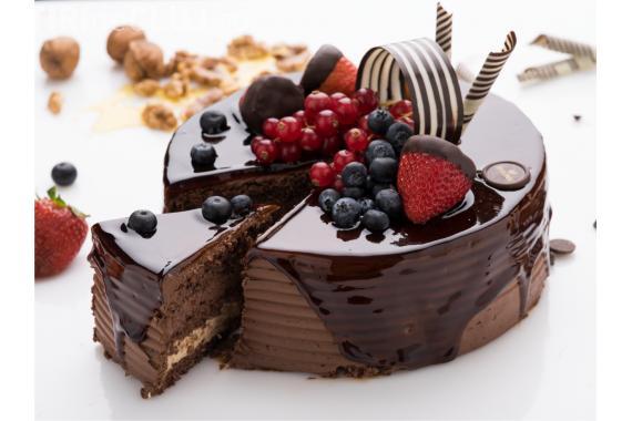 """Mihaela Bilic: """"Mai bine mâncați o felie de tort decât un kilogram de mere"""""""
