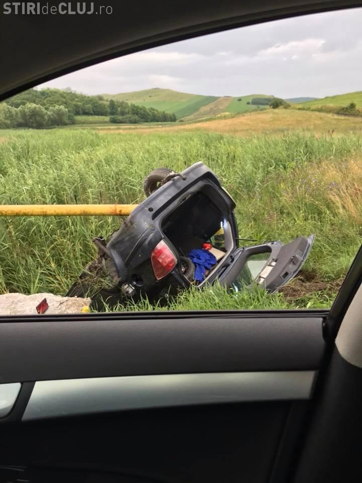 """Accident în Apahida! Un șofer și-a luat """"zborul"""" într-o curbă - FOTO"""