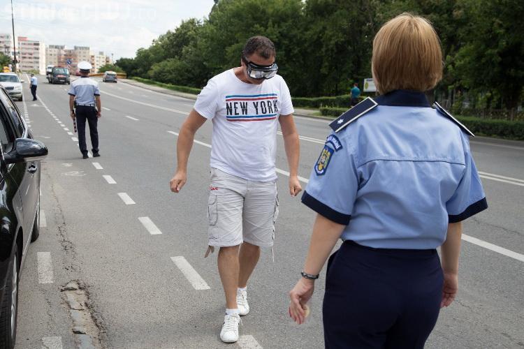 Șoferii clujeni au primit câte o înghețată de la polițiști