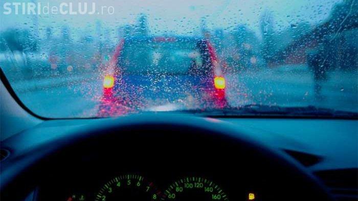 Recomandările polițiștilor clujeni pentru șoferii care circulă pe timp de ploaie. Vezi ce trebuie să faci