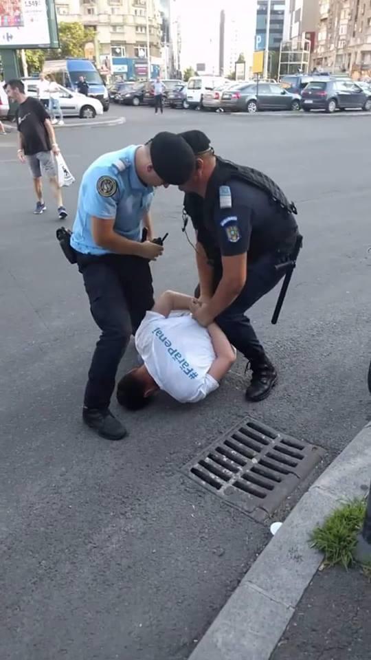 Societatea civilă este AGRESATĂ de Jandarmi! Ce a pățit patronul unei firme IT - FOTO