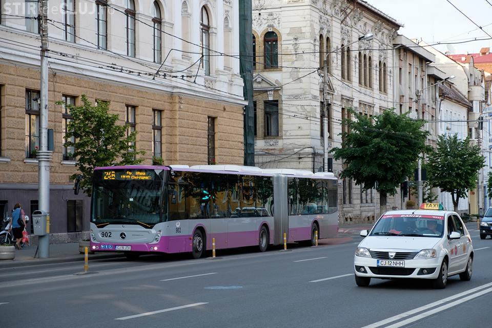 Lucrări de reparații pe banda dedicată autobuzelor, în zona Sora. Mijoacele de transport în comun vor circula printre mașini