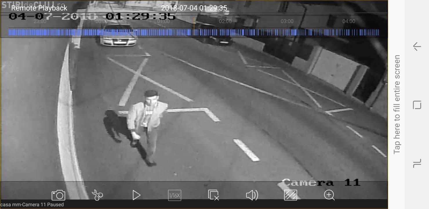 """Imagini cu """"huliganul"""" care a vandalizat mașinile de pe strada Pitești, din Cluj-Napoca. A fost surprins de camerele de supraveghere FOTO"""