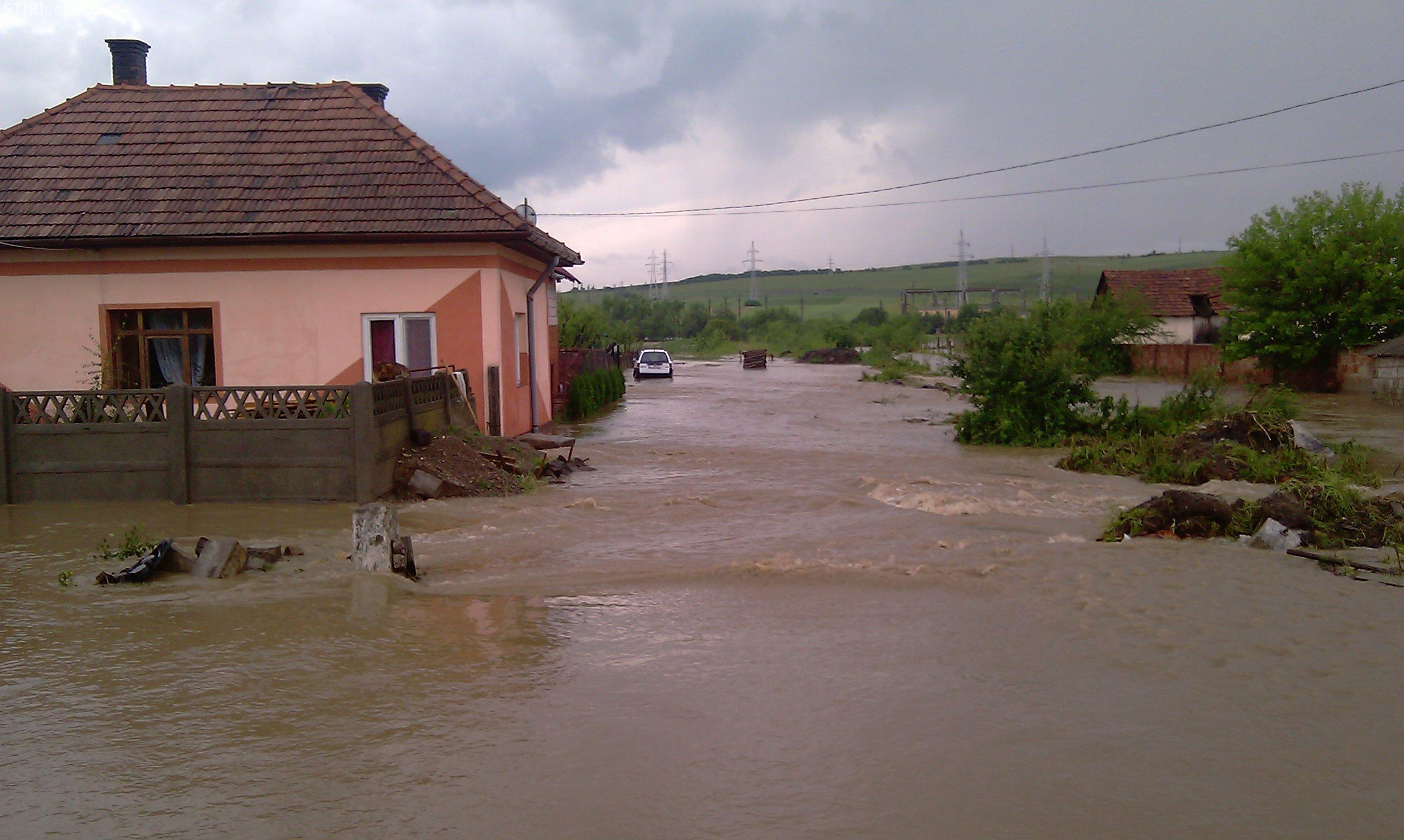 Cod galben de inundatii la Cluj pana luni la ora 24.00. Alte 14 judete din tara sunt sub cod portocaliu de inundatii