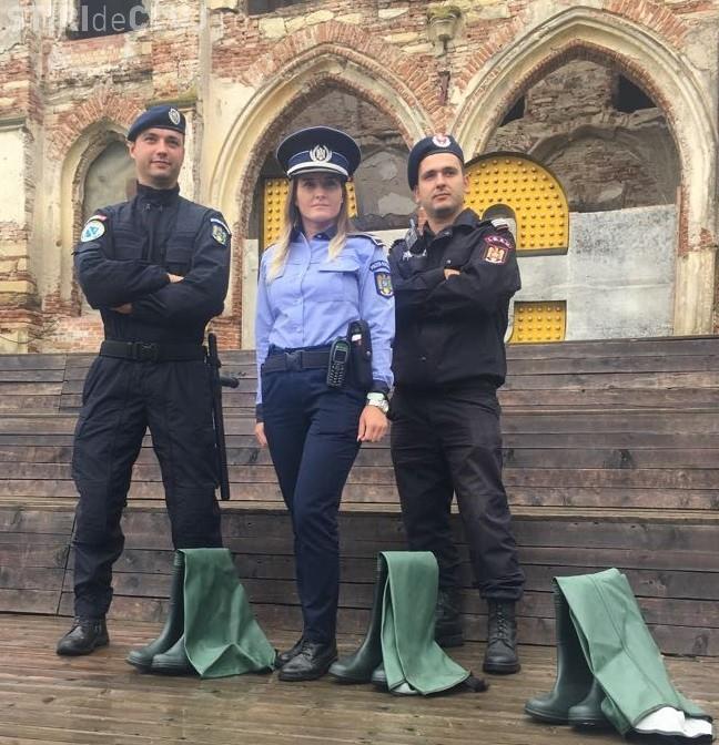 """Poliția Română, glume la Electric Castle: Aveți grijă ce """"pastile"""" luați!"""
