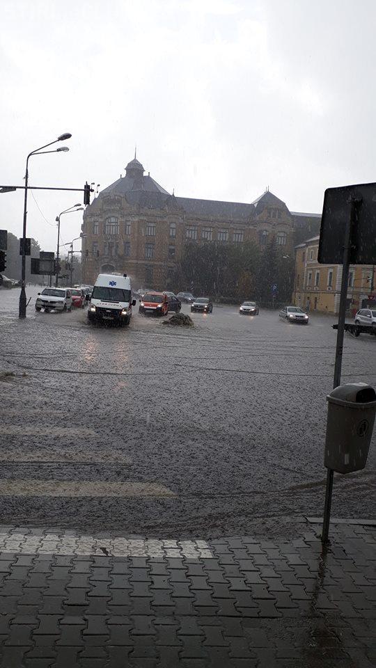 Inundații în mai multe zone ale Clujului - FOTO