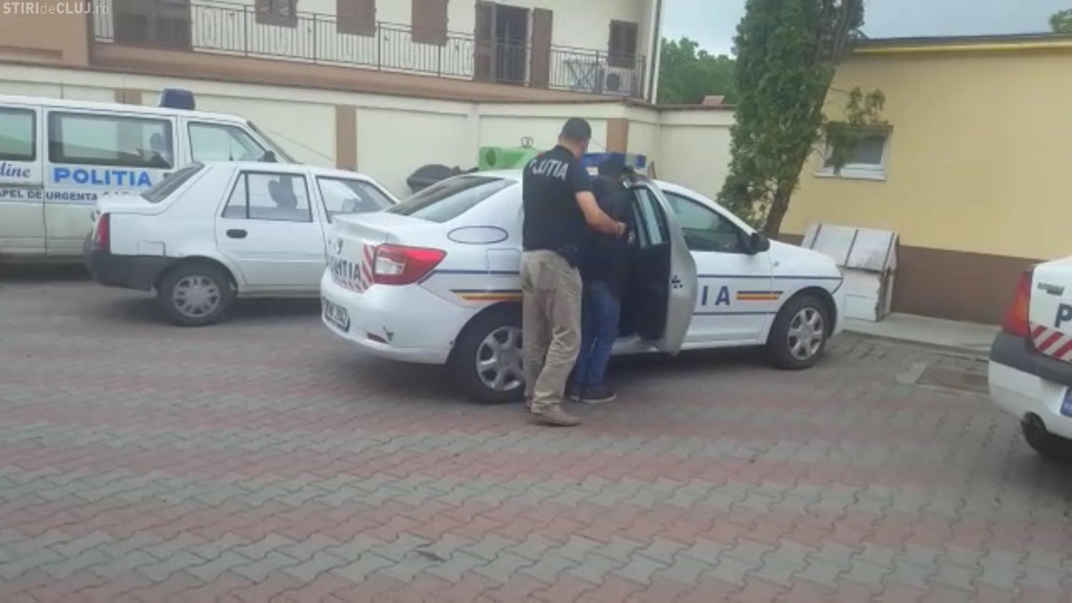 Tâlhari reținuți la Cluj. I-au smuls lănțișorul de la gât unei femei în plină zi, în cartierul Între Lacuri