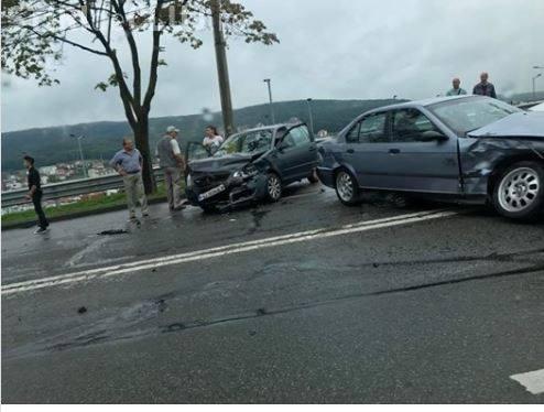 Accident în lanț pe Frunzișului (Varianta Zorilor - Mănăștur). BMW -ul a fost lovit primul - FOTO