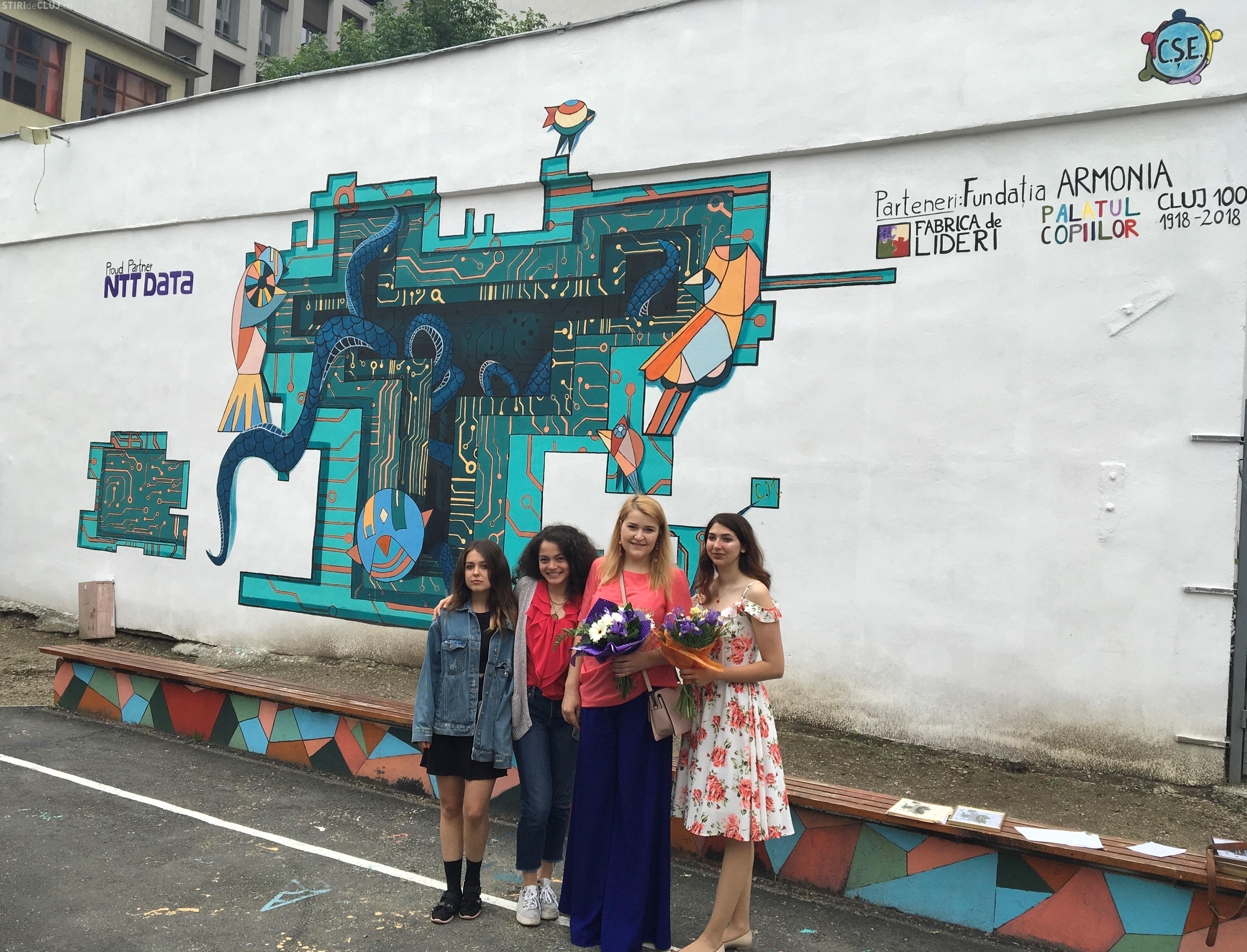 O pictura murala de 72 de metri patrati a fost realizata de peste 60 de elevi din Cluj. O puteti vedea in curtea Colegiului National George Cosbuc