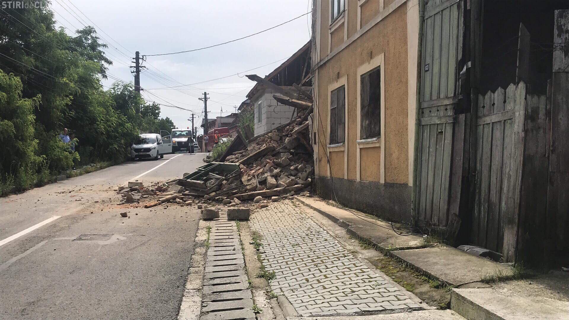 O casa din Dej s-a prabusit, iar o alta sta sa cada din cauza indiferentei autoritatilor VIDEO